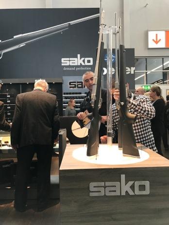 Die Sako mit Carbonschaft sind wirklich ein Hingucker, fühlen sich gut an und die Waffe ist sehr leicht und führig